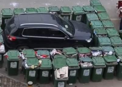 Barrendero se vengó de un conductor que estacionó mal su auto — Youtube